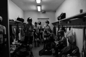 Les vestiaires du Roller Derby. Photo : Marine DEGEILH