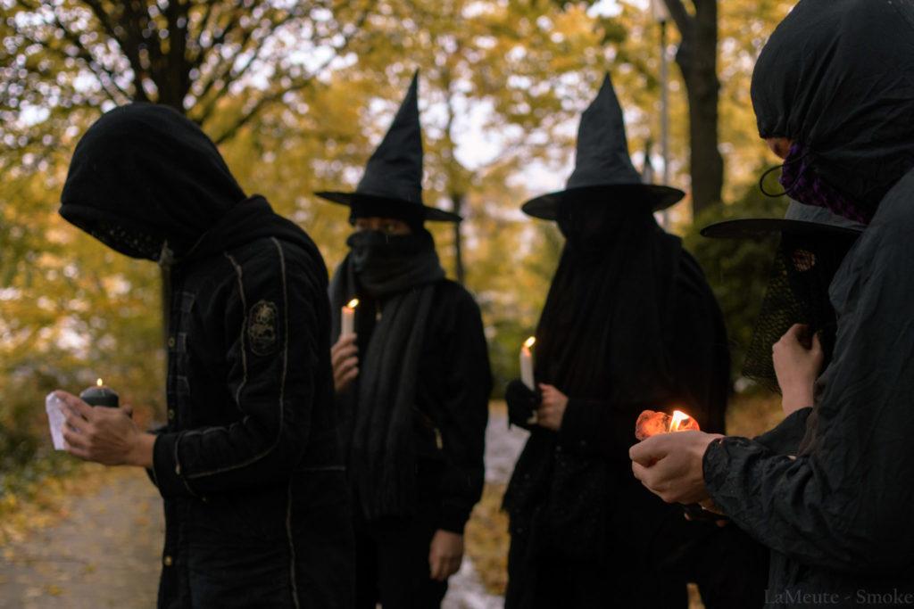 le Witch Bloc Paris jette un sort à Trump