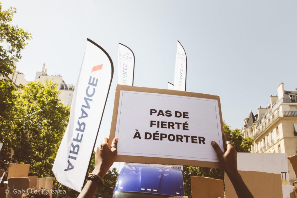 culture lesbienne et solidarité avec les migrants - manifestation contre air france pride 2019 - Gaelle Matata